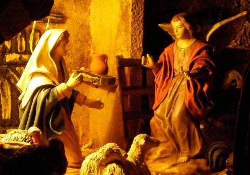 El Angel Gabriel anunciando a Maria el Nacimiento de Jesus