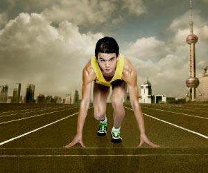joven atleta en la linea de largada a la espera de llegar a la meta