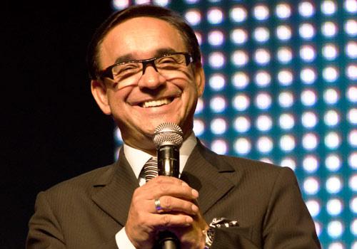 Pastor Cesar Castellanos Predicando