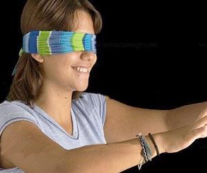 Divertida dinamica de grupo con los ojos vendados