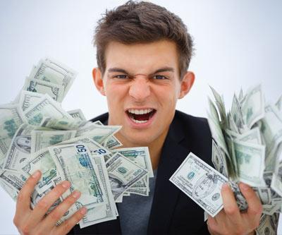 Joven con billete de cien dolares