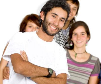 Jovenes cristianos en una clase biblica