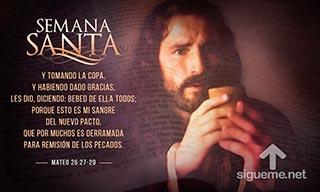 Jesus da de beber a sus discipulos de la copa, que es su sangre del Nuevo Pacto