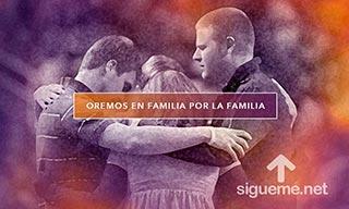 Imagen cristiana de una familia orando a Dios
