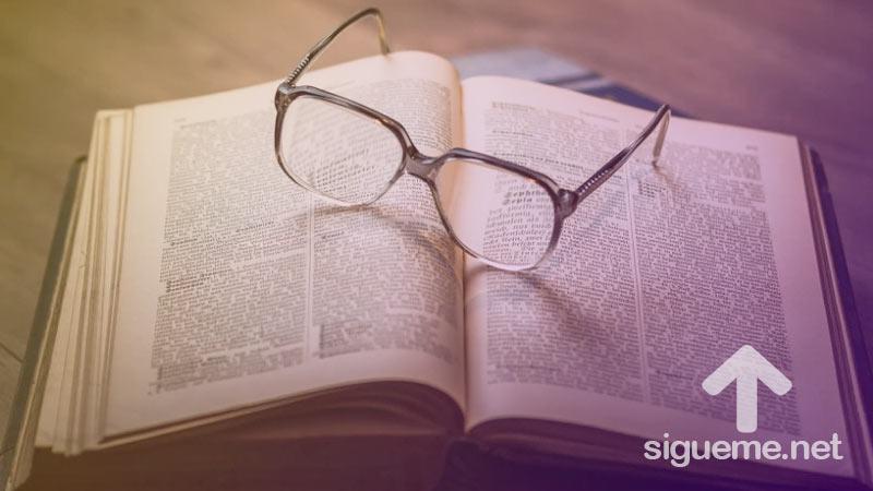 Biblia abierta para el estudio biblico y reflexion de la Palabra de Dios