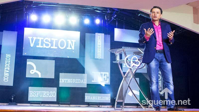 Cash Luna predica sobre el valor de la juventud
