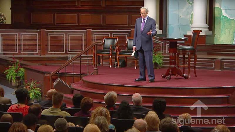 El Pastor Charles Stanley predica sobre la bienaventuranza de los misericordiosos