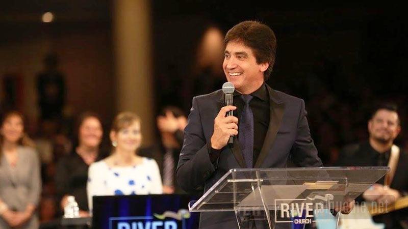 Dante Gebel predicando en River Church