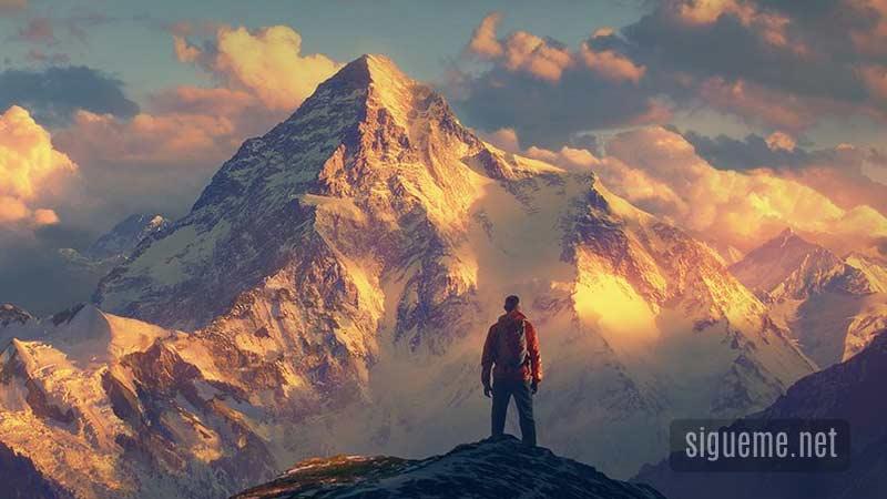 Un hombre de fe en la cima de una monta�a