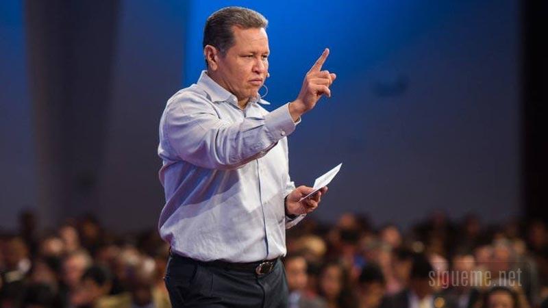 Guillermo Maldonado, pastor de la Iglesia El Rey Jesus de Miami