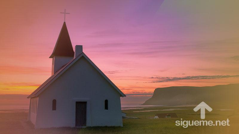 Iglesia cristiana con la cruz de Jesus