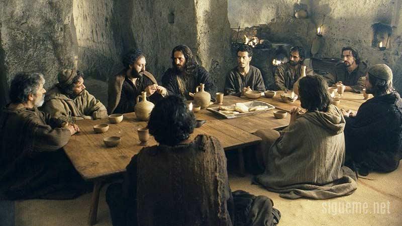 Jesus celebra la Pascua con sus discipulos en la ultima cena