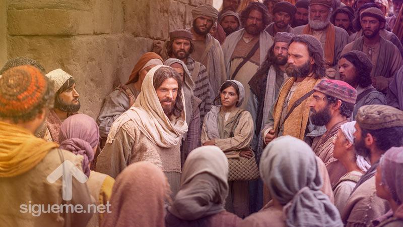 Jesus anuncia el evangelio a numerosas personas