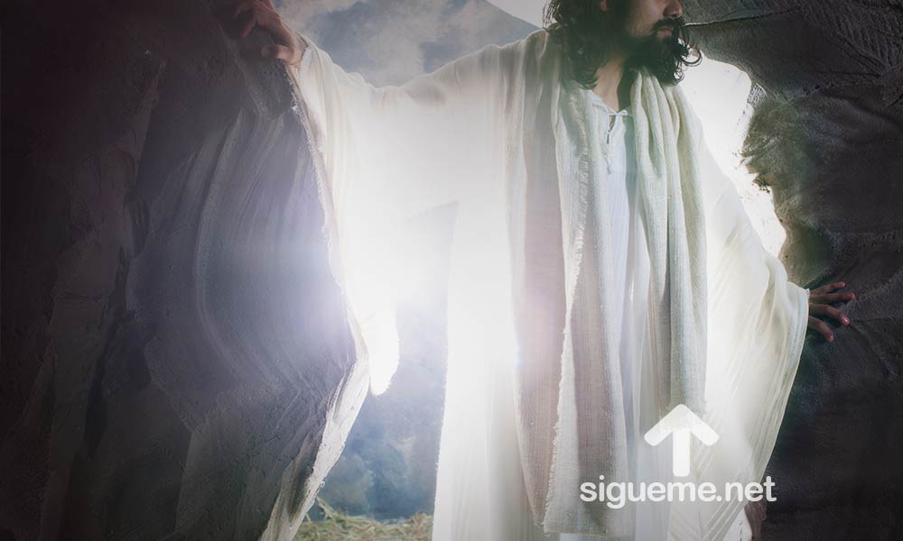 Jesus sale de la tumba, ha resucitado en Domingo de Pascua