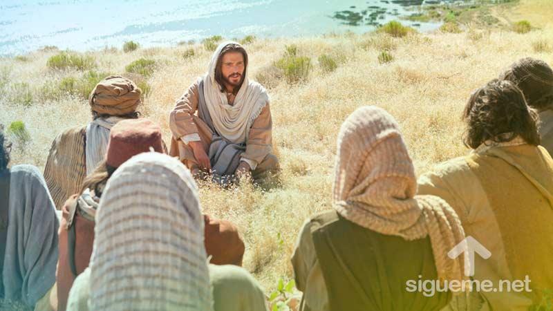 imagen de Jesus enseñando el Padre nuestro a sus discipulos