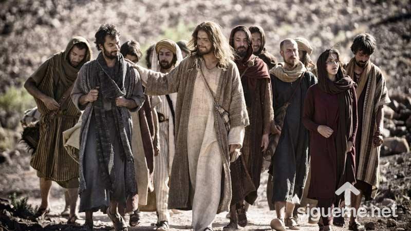 Jesus y su liderazgo guiando a sus discipulos