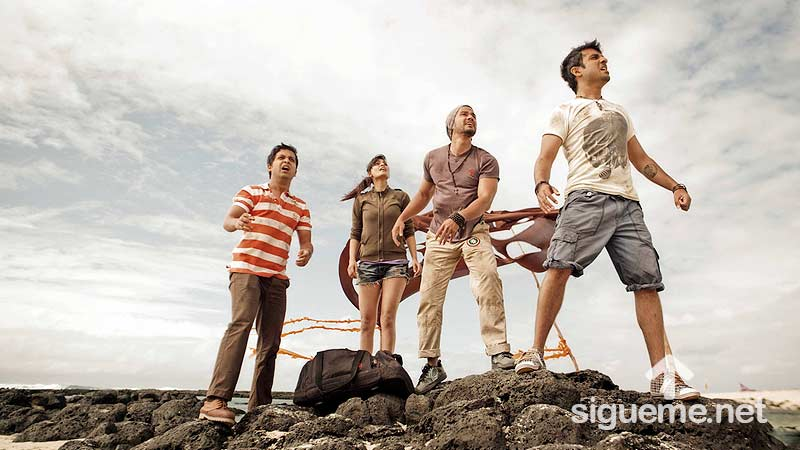 Jovenes cristianos lanzandose a la aventura de la vida