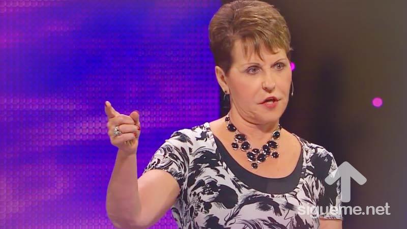 Joyce Meyer predica en su mensaje a mujeres sobre la confianza en Dios
