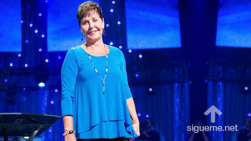 Joyce Meyer predicando a Mujeres cristianas