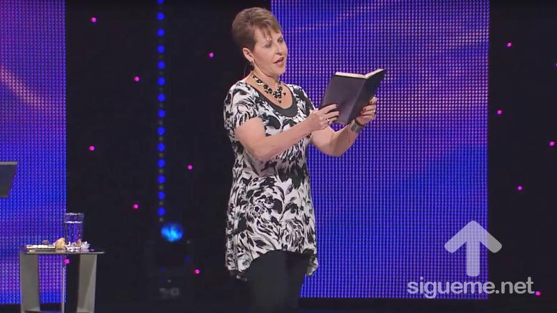 Joyce Meyer predica a mujeres sobre la fidelidad en la soledad
