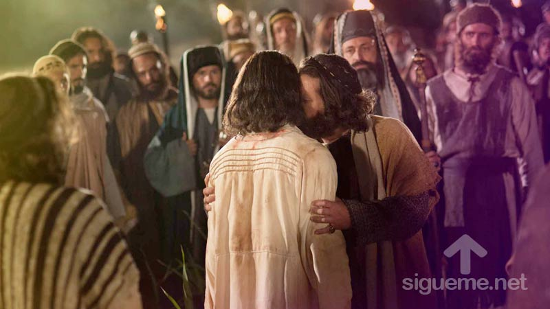Judas Iscariote traiciona a Jesus con un beso