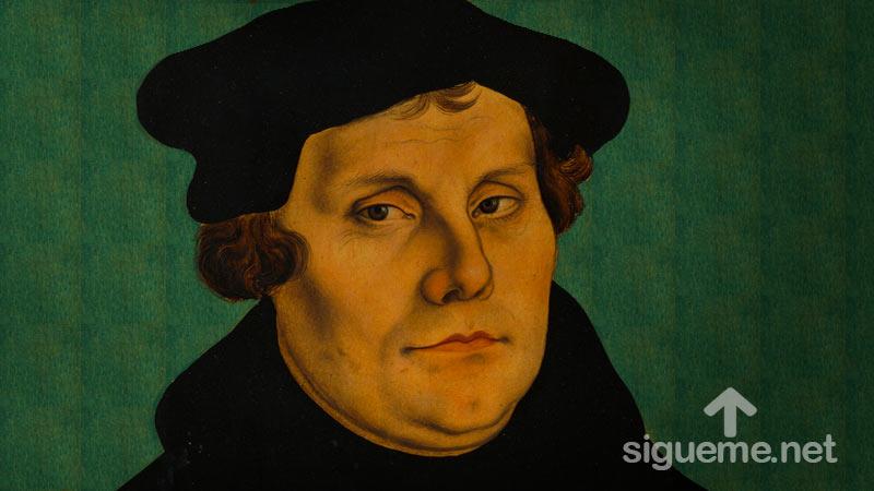 Estatua de Martín Lutero con las 95 Tesis conmemorando los 500 años de la Reforma Protestante