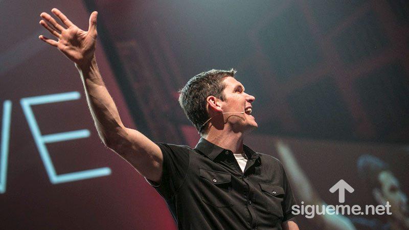 Matt Chandler predicando sobre la grandeza de Dios