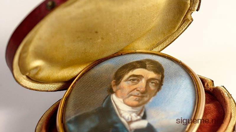 Medalllon con porta retrato antiguo