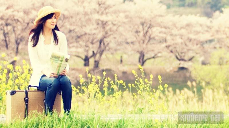 Mujer joven comenzando una nueva etapa en su vida