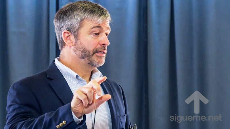 Paul Washer predica y exhorta a los ministros a leer y estudiar la Biblia
