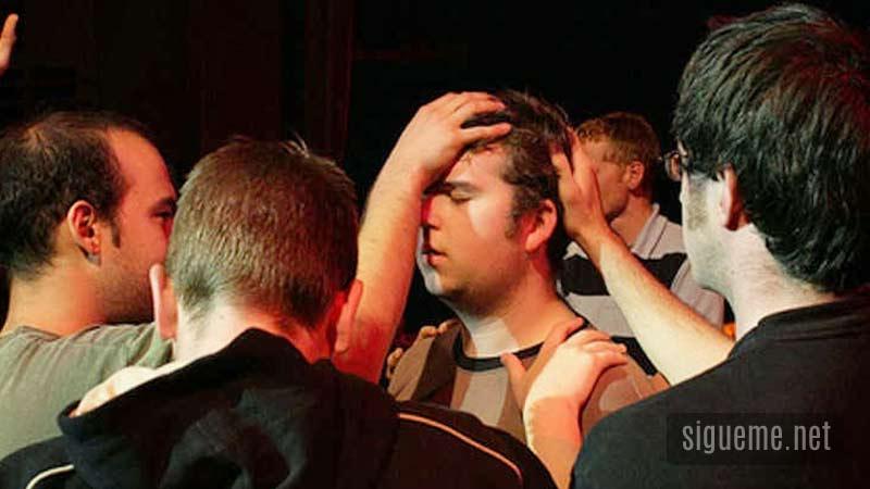Practica del ministerio profetico con imposicion de manos