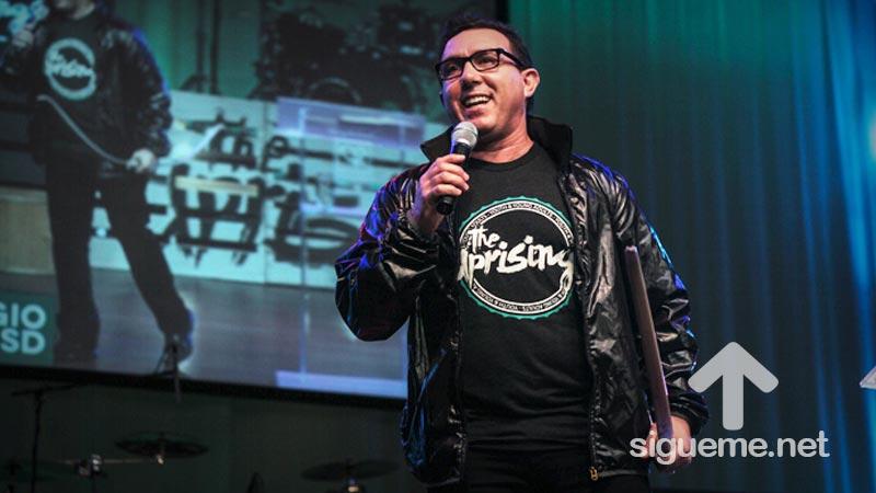 Sergio De La Mora predica sobre la revolucion del corazon