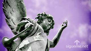 estatua de Angel de Dios con trompeta en mano