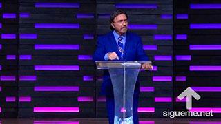El Pastor Armando Alducin predica en su sermon sobre el mal y porque Dios lo permite