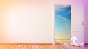 Dios abre puertas de oportunidad ante nosotros que nadie puede cerrar.