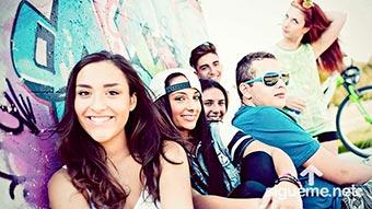 Grupo de jovenes cristianos sonriendo