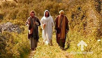 Jesus camina junto a discipulos que no lo reconocen camino a Emaus