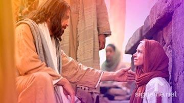 Jesus habla y felicita la fe de una mujer