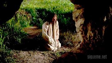 Jesus orando de rodillas delante de Dios