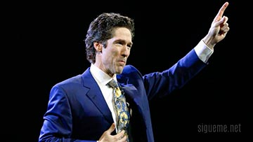 Joel Osteen predicando en Lakewood Church
