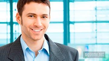 Joven con perfil Empresario o de hombre de Negocios