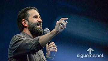 Lucas Leys predica sobre el agotamiento espiritual en el min