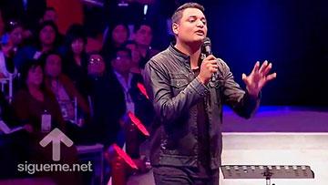 Marcos Brunet predica como hacer de nuestra casa un altar para Dios