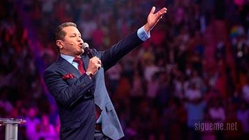 Pastor Guillermo Maldonado predicando sobre el reino de Dios