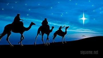 Reyes magos llevando tesoros y ofrendas a Belen en Navidad