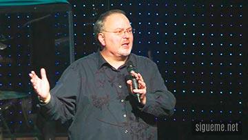 El Pastor Tommy Tenney Predicando el mensaje de Dios