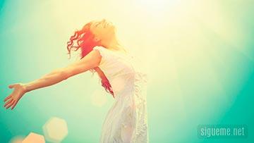 mujer cristiana en armonia consigo mismo y con Dios