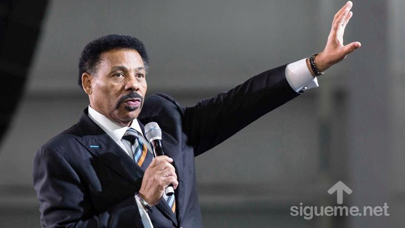 El Pastor Tony Evans predica sobre el Clamor de un Hombre de Reino
